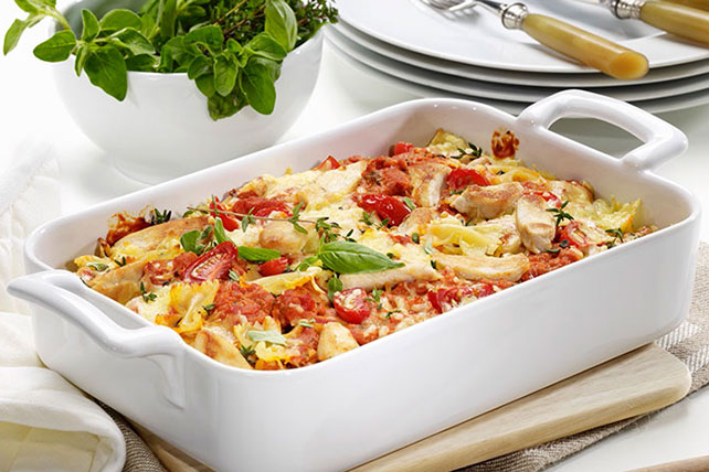 Tomato, Spinach and Chicken Pasta Bake Image 1