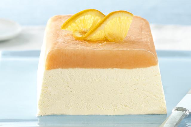 Cremoso postre congelado de naranja en capas Image 1