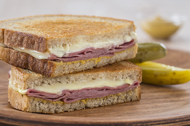 Montréal Smoked Meat Grilled Cheese Image 1