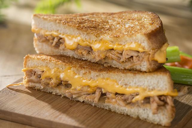 Sandwich au fromage fondant et au poulet barbecue Image 1