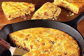 Pan de elote con tocino a la sartén