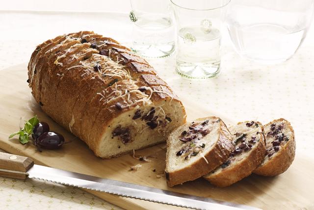 Pan con queso y aceitunas Image 1
