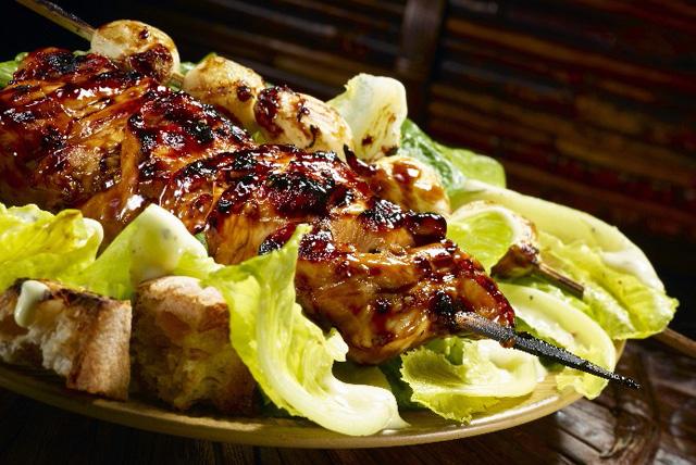 Brochetas de pollo con salsa agridulce y champiñones Image 1