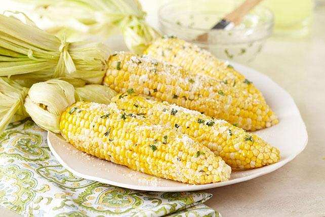 Elote con mantequilla de limón y albahaca con queso parmesano Image 1