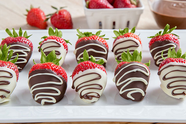 Chocolate-Drizzled Dipped Strawberries Image 1