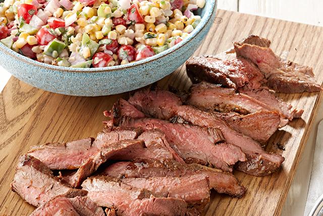 Carne de res a la parrilla con ensalada de elote asado Image 1