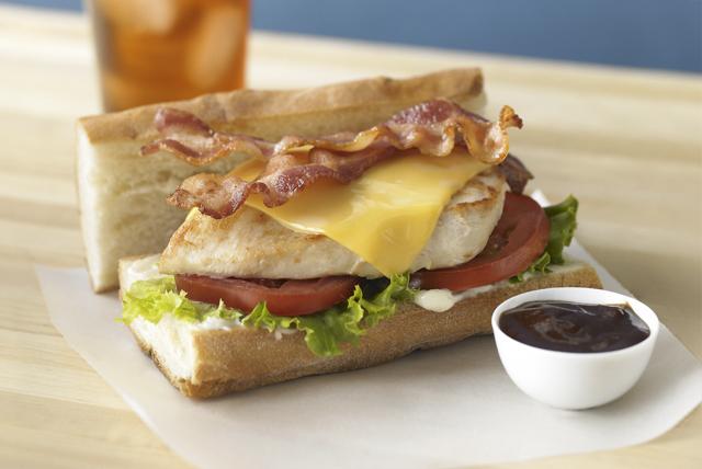Torta de pollo y queso estilo sándwich submarino Image 1