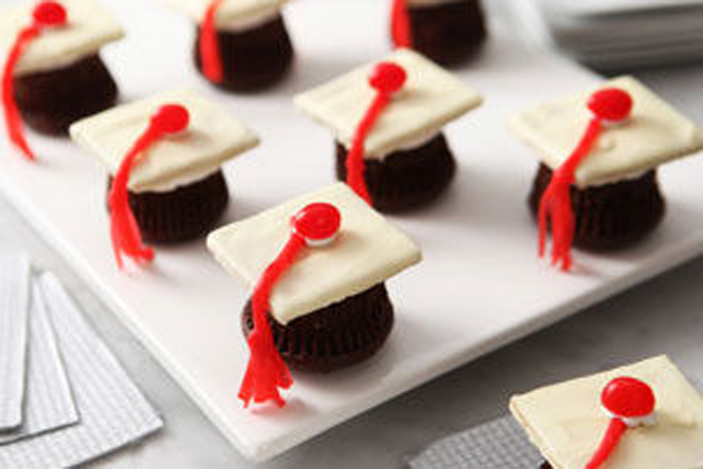 Chocolate Graduation Cap Cupcakes