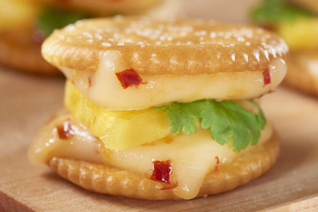 Habanero 'n Pineapple Cracker Sandwiches Image 1