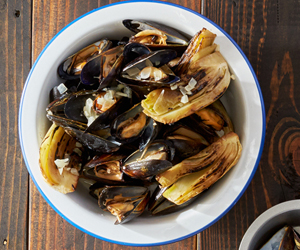 Grilled Mussels with Smoked Paprika Cream