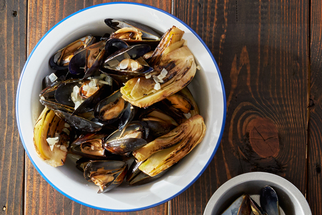 Grilled Mussels with Smoked Paprika Cream Image 1