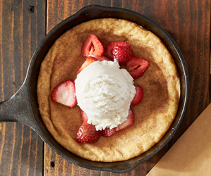 Strawberry & Snickerdoodle Skillet Cookie Sundaes