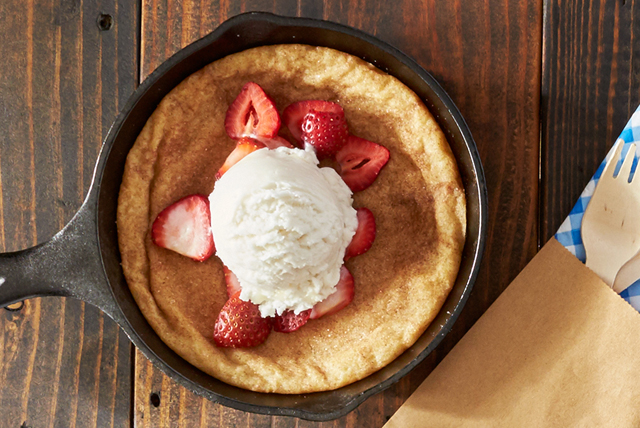 Strawberry & Snickerdoodle Skillet Cookie Sundaes Image 1