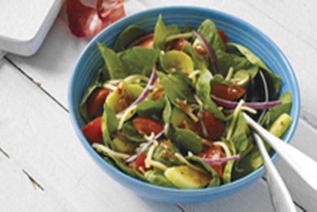 Ensalada de espinaca con tomate y albahaca Image 1