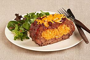 Pastel de carne relleno con macarrones y queso