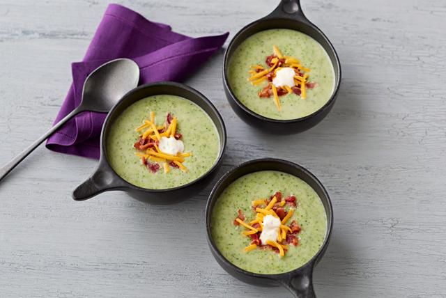Sopa cremosa de brócoli con papas Image 1