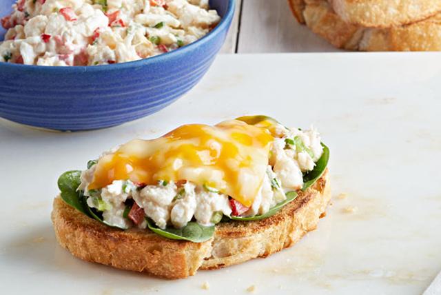 Sándwich de cangrejo con queso derretido a la Frisco Image 1