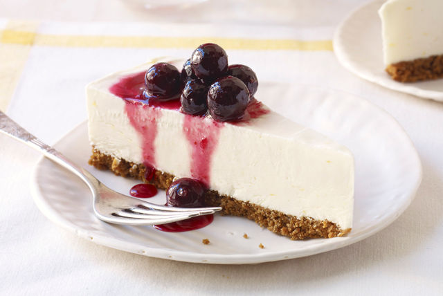 Cheesecake helado de limón con rocío de moras azules Image 1