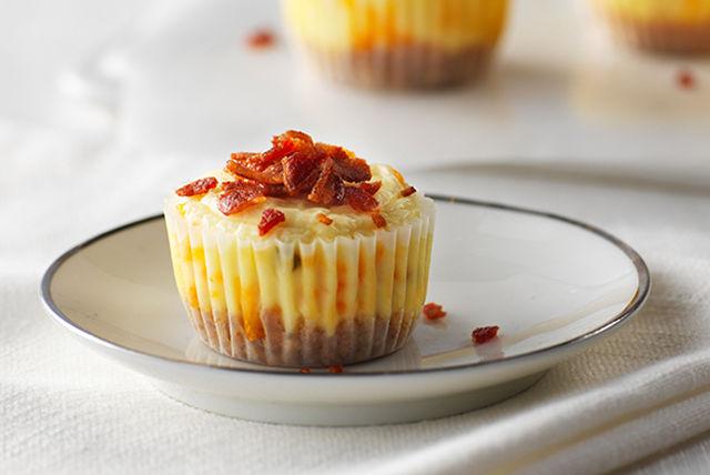 Bocadillos de cheesecake con cheddar y tocino Image 1