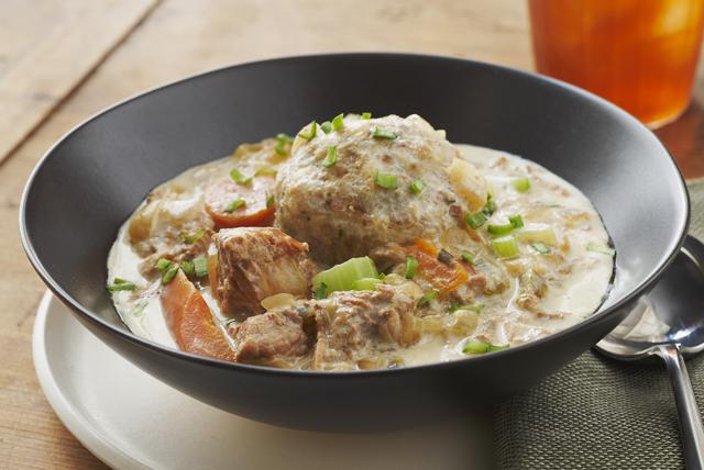 Guisado de cerdo con dumplings en olla de cocción lenta Image 1