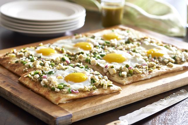 Mini-pizzas aux œufs, au féta et au piment poblano Image 1