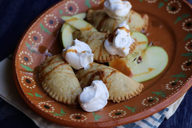Empanadas de manzana y dulce de leche Image 1