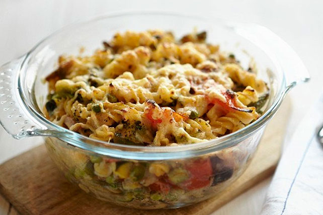 Cheesy Chicken and Pepper Pasta Bake Image 1