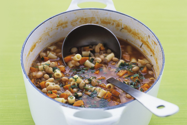 Soupe aux haricots, aux carottes et aux pâtes Image 1