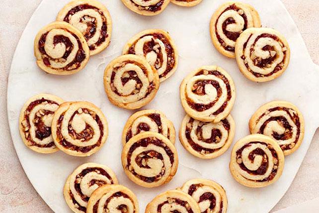 Galletas de remolinos de queso crema y arándanos rojos Image 1