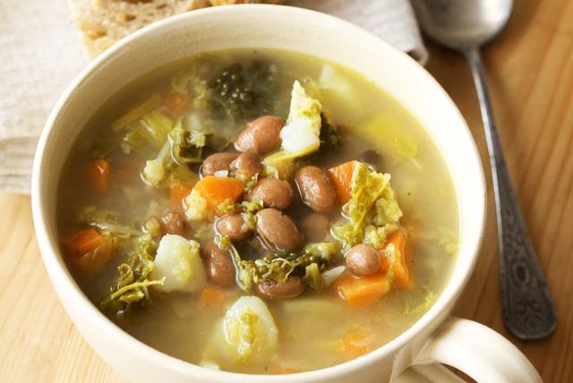 Soupe rustique aux légumes et aux haricots blancs Image 1