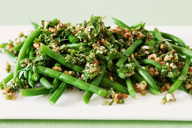 Green Beans with Walnut Pesto Sauce Image 1