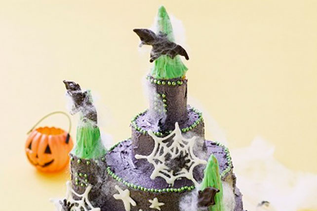 Haunted House Cake for Halloween Image 1