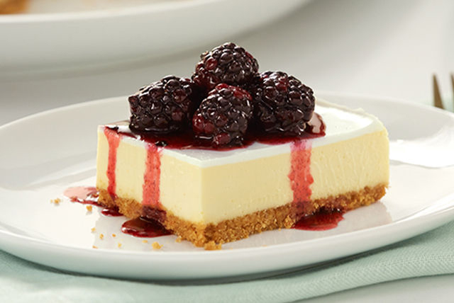 PHILADELPHIA New York-Style Sour Cream-Topped Cheesecake with Blackberries Image 1