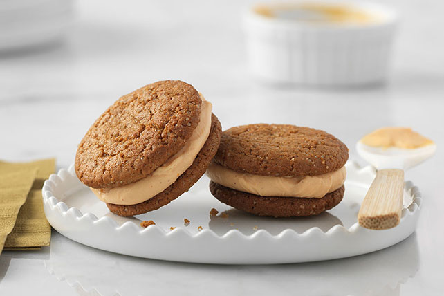 Pumpkin-Gingersnap Sandwich Cookies