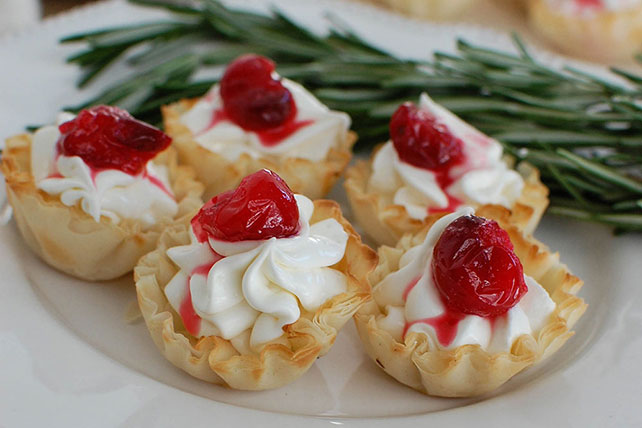 No-Bake Cranberry Cheesecake Cups Image 1