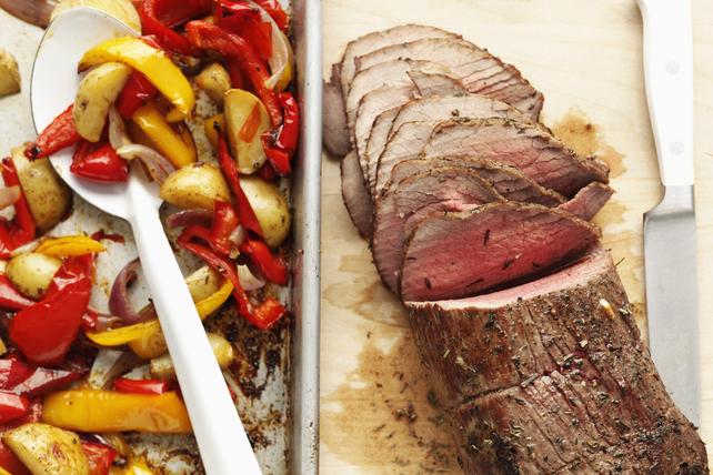 Rôti de bœuf avec pommes de terre et poivrons Image 1