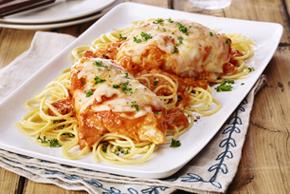 Poulet parmesan aux tomates et au basilic vite fait