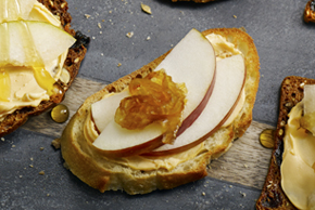 Caramelized Onion, Apple and Creamy Cheddar Crostini