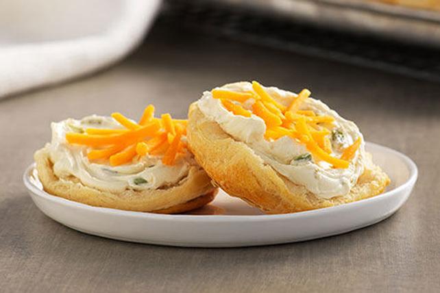 Pains-biscuits au piment jalapeno et au cheddar Image 1