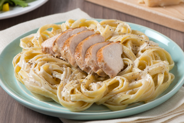Fettuccine Alfredo with Chicken Image 1