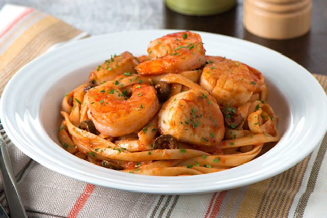 Fettuccine with Scallops and Shrimp Image 1