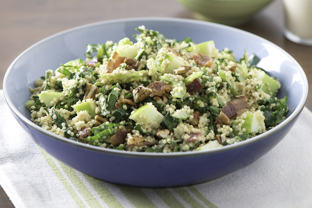 Salade crémeuse de quinoa au chou frisé, à la pomme et au bacon Image 1