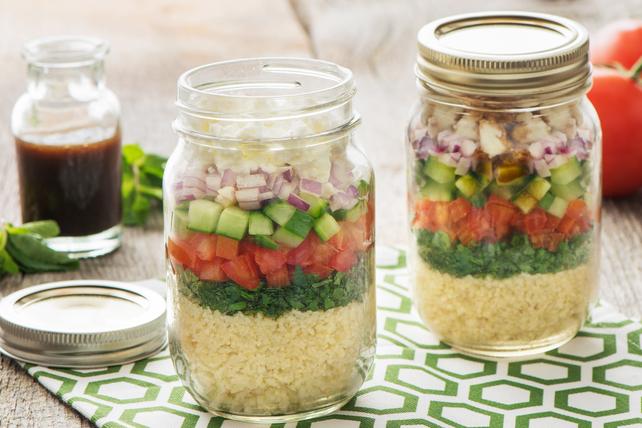 Salade de taboulé étagée dans un pot Image 1