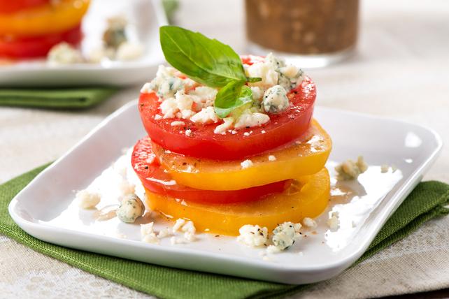 Tomates étagées à la vinaigrette méditerranéenne Image 1