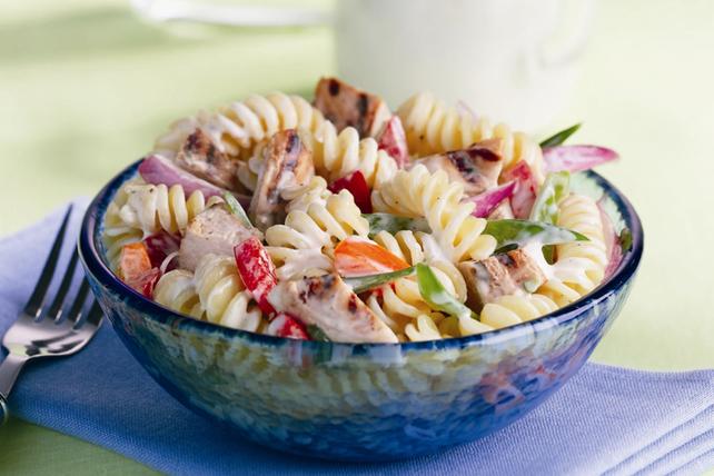 Salade de pâtes au poulet et au poivre à la mode ranch Image 1