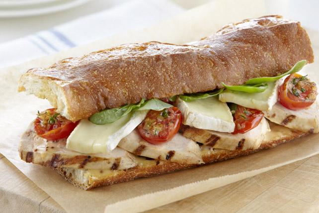 Sandwich au poulet, au brie et aux tomates cerises grillées Image 1