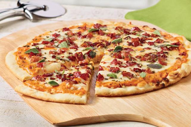 Pizza à croûte mince à la pancetta et au mozzarella Image 1