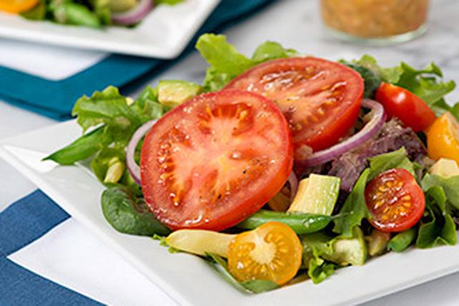 Salade printanière aux tomates marinées et à l'avocat Image 1