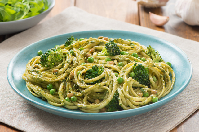 Arugula-Pesto Linguine with Lentils Image 1