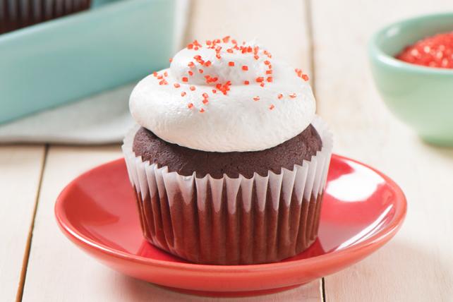 Petits gâteaux velours rouge avec glaçage prêt en sept minutes Image 1